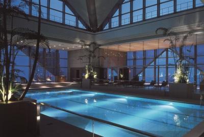 Zwembad in Park Hyatt Hotel in Tokyo