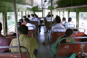 Passagiers in de bus in India