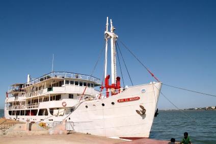 Rivierschip van Saint-Louis naar Podor