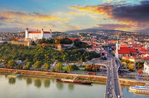 Vliegen naar Bratislava, Slowakije